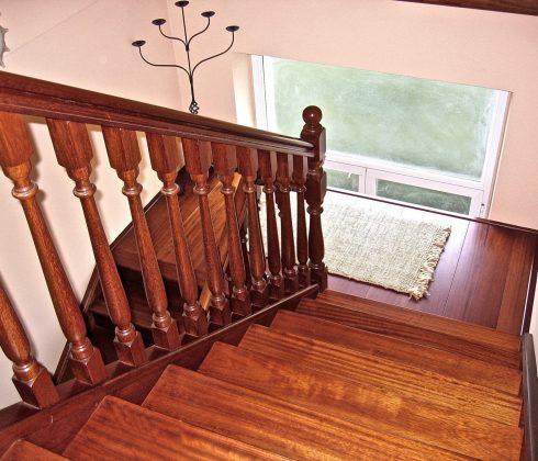 scala interna in legno massello